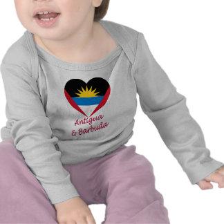 Corazón de la bandera de Antigua y de Barbuda Camiseta