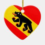 Corazón de la bandera de Berna Ornamente De Reyes