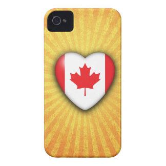 Corazón de la bandera de Canadá en fondo del respl Case-Mate iPhone 4 Carcasas