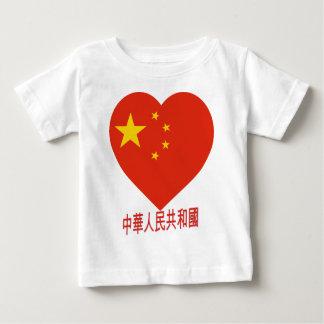 Corazón de la bandera de China Playera