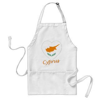 Corazón de la bandera de Chipre Delantal