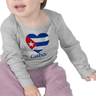 Corazón de la bandera de Cuba Camiseta