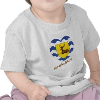 Corazón de la bandera de Hertfordshire con nombre Camisetas