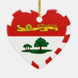 Corazón de la bandera de Isla del Principe Eduardo Adornos De Navidad
