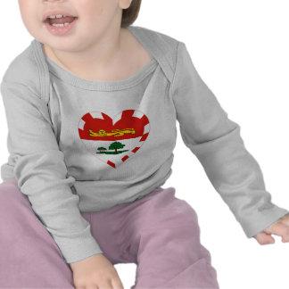 Corazón de la bandera de Isla del Principe Eduardo Camiseta