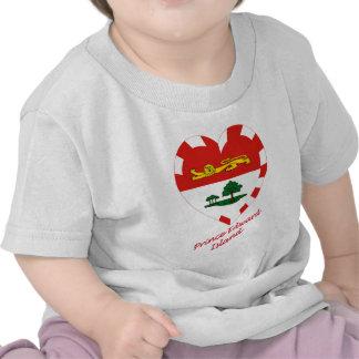 Corazón de la bandera de Isla del Principe Eduardo Camisetas