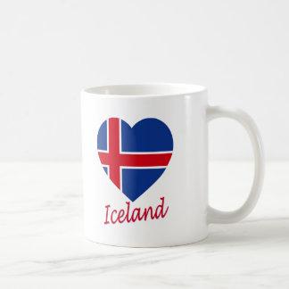 Corazón de la bandera de Islandia Taza Básica Blanca