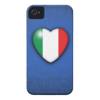 Corazón de la bandera de Italia en fondo del respl iPhone 4 Case-Mate Cárcasa
