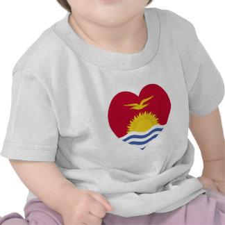 Corazón de la bandera de Kiribati Camisetas