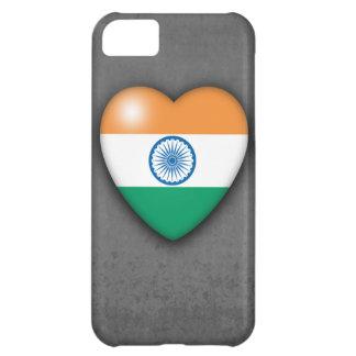 Corazón de la bandera de la India en mono fondo. i