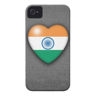 Corazón de la bandera de la India en mono fondo. i Case-Mate iPhone 4 Fundas
