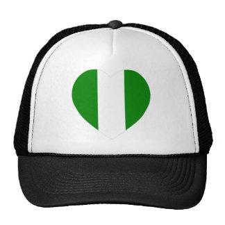 Corazón de la bandera de Nigeria Gorros