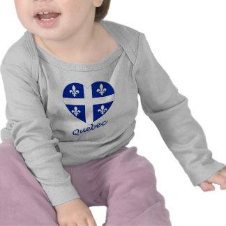 Corazón de la bandera de Quebec con nombre Camisetas