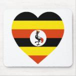 Corazón de la bandera de Uganda Alfombrilla De Raton