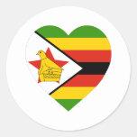 Corazón de la bandera de Zimbabwe Etiquetas Redondas