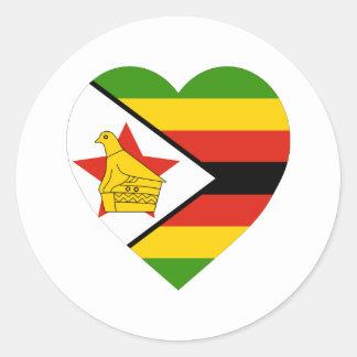 Corazón de la bandera de Zimbabwe Pegatina Redonda