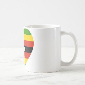 Corazón de la bandera de Zimbabwe Taza