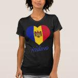 Corazón de la bandera del Moldavia Camisetas