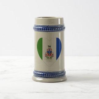 Corazón de la bandera del territorio del Yukón Jarra De Cerveza