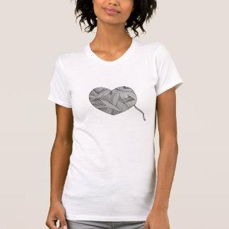 Corazón de la bola del hilado camiseta