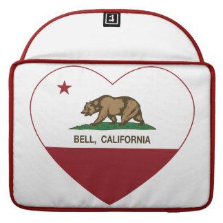 corazón de la campana de la bandera de California Funda Para Macbooks