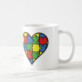 Corazón de la conciencia del autismo tazas