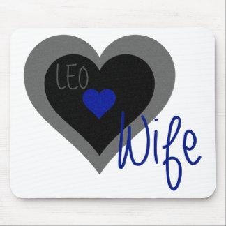 Corazón de la esposa de LEO Alfombrillas De Ratón