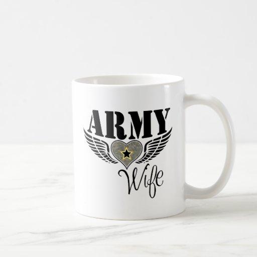 Corazón de la esposa del ejército taza básica blanca
