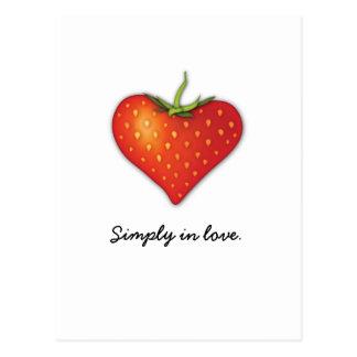 Corazón de la fresa tarjetas postales