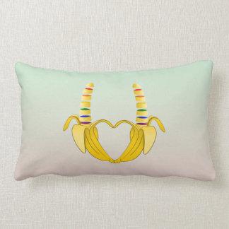 Corazón de la libertad del orgullo gay del plátano cojín lumbar