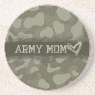 Corazón de la mamá del ejército del camuflaje del posavaso para bebida
