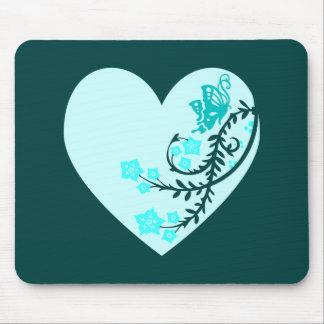 Corazón de la mariposa del trullo de la aguamarina mouse pads