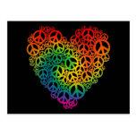 Corazón de la paz del arco iris tarjetas postales