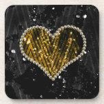 Corazón de la perla del oro posavasos de bebida