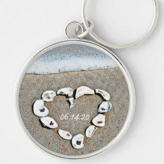 Corazón de la playa en diseño romántico de los Sea Llavero Redondo Plateado