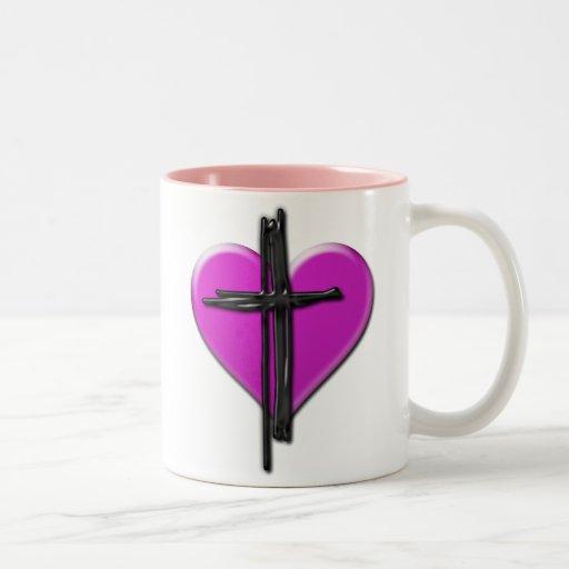 Corazón de la tinta y taza de la cruz