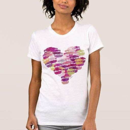 Corazón de las camisetas sin mangas de los besos