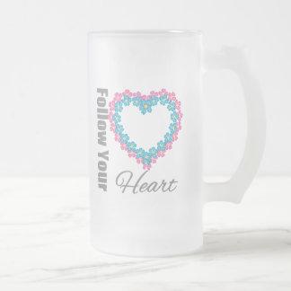 Corazón de las flores - siga su corazón taza de café