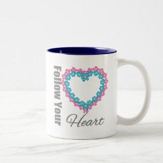 Corazón de las flores - siga su corazón tazas