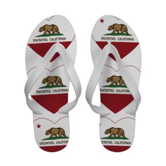 corazón de los encinitas de la bandera de Californ Chanclas De Playa