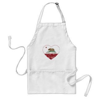 corazón de los encinitas de la bandera de Californ Delantales