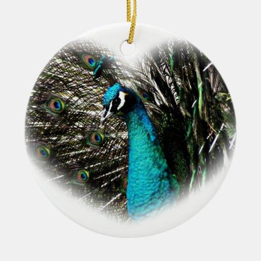 Corazón de los regalos del pavo real adorno redondo de cerámica