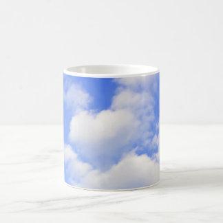 Corazón de nubes taza de café