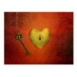 Corazón de oro con llave - postal