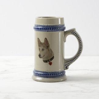 Corazón de Pawprint del perro de Ausky Taza De Café