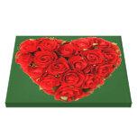 Corazón de rosas en el verde, todo el personalizab lienzo envuelto para galerías