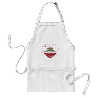 corazón de Santa Mónica de la bandera de Californi Delantales