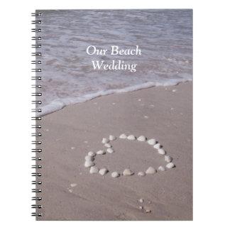 Corazón de Shell en los libros del boda de playa d Cuaderno