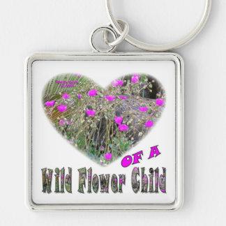 Corazón de un niño de flor salvaje llavero cuadrado plateado