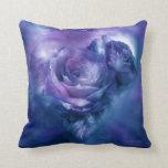 Corazón de una almohada azul del decorador del art